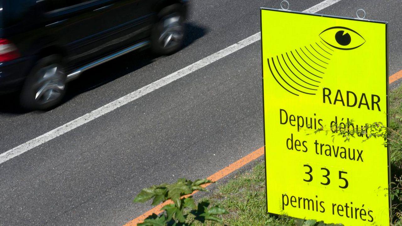 Le permis a été retiré pour excès de vitesse dans 27'503 cas en 2018 en Suisse. [Laurent Gilliéron - Keystone]