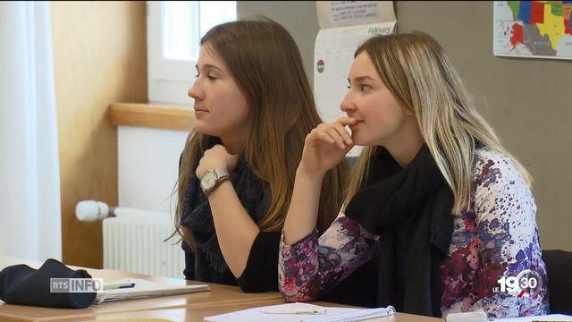 10 étudiantes jurassiennes invitées par les trois Conseillères fédérales [RTS]