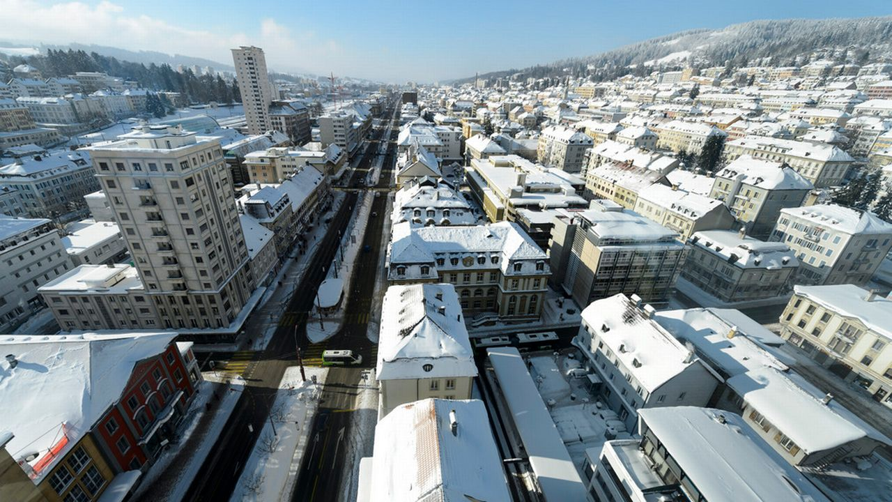 La Ville Chaux-de-Fonds craint de perdre 8,8 millions supplémentaires en raison de la grande réforme cantonale. [Laurent Gilliéron - Keystone]