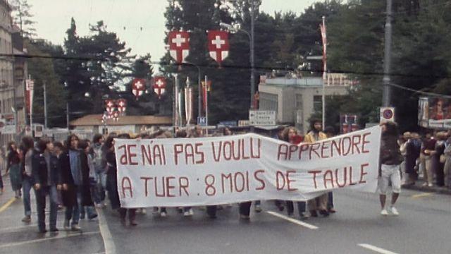 Manifestation contre l'armée [RTS]