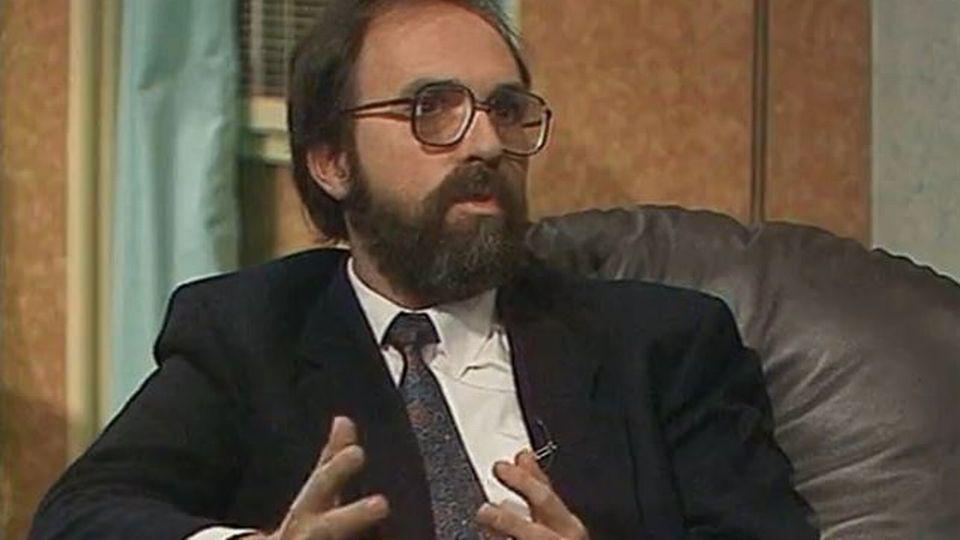 """Dick Marty dans l'émission """"Echo"""" sur le blanchiment d'argent en 1988. [RTS]"""