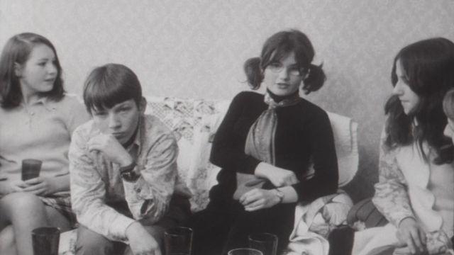 Un groupe d'adolescent en 1970. [RTS]