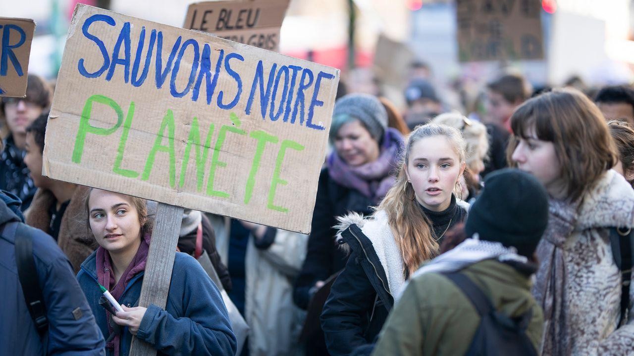 De nombreux jeunes vont à nouveau se mobiliser le 14 mars pour le climat, comme ici le 18 janvier à Lausanne. [Valentin Flauraud - Keystone]