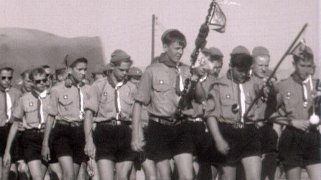 Les scouts fêtent le 11e Jamboree à Marathon, en Grèce en 1963. [RTS]