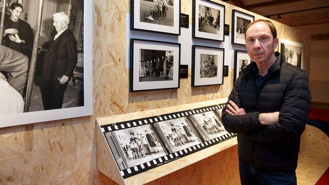"""Luc Debraine à l'exposition """"Chaplin Personal: 1952-1973"""". [Salvatore Di Nolfi - KEYSTONE]"""