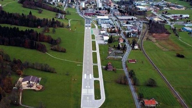Une vue aérienne de l'aéroport des Eplatures (NE). [leseplaturesairport.ch]