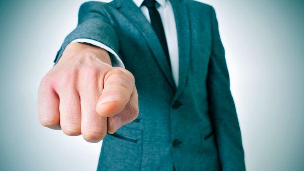 Le phénomène du bouc émissaire est un processus intemporel qui permet à un groupe de se réconcilier en stigmatisant un de ses membres. [nico103 - Depositphotos]