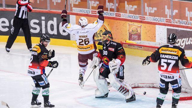 Winnik lève les bras au ciel, Tömmernes vient d'égaliser d'un tir insidieux de la ligne bleue. [Alessandro Della Valle - Keystone]