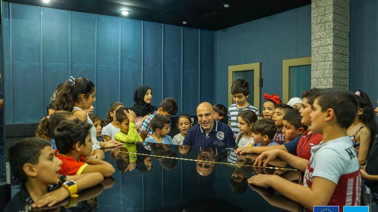 Des enfants réfugiés enregistrent des chansons syriennes pour un projet de l'UNICEF. [DR - Unicef.com]