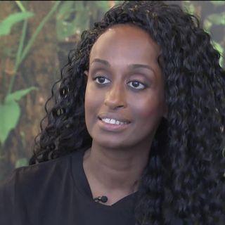 """Portrait de Leyla Hussein, une Anglo-Somalienne qui se bat contre l'excision. Son combat et celui de 4 autres femmes est le sujet du documentaire """"#Female Pleasure"""" [RTS]"""