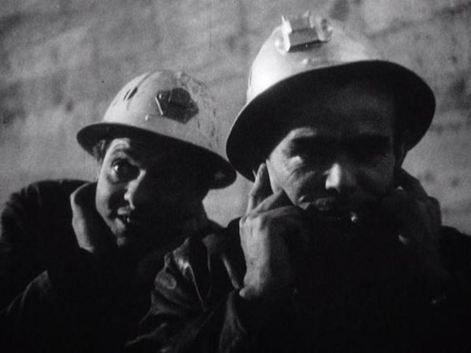 Ouvriers lors du percement du tunnel du Grand-Saint-Bernard en 1962. [RTS]