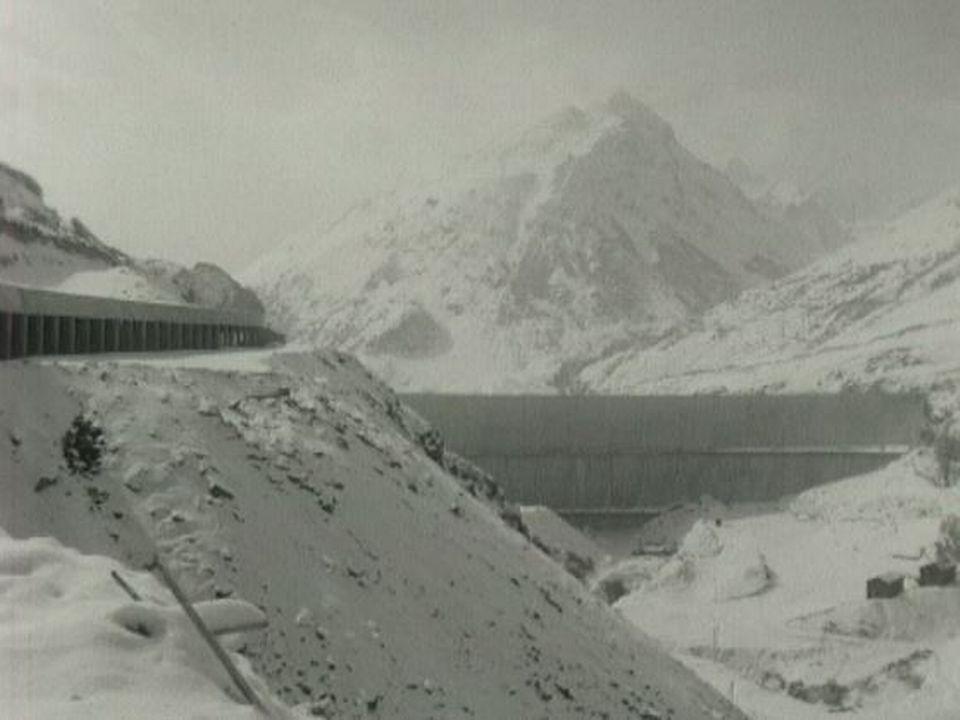 Tunnel du St-Bernard en construction en 1974. [RTS]