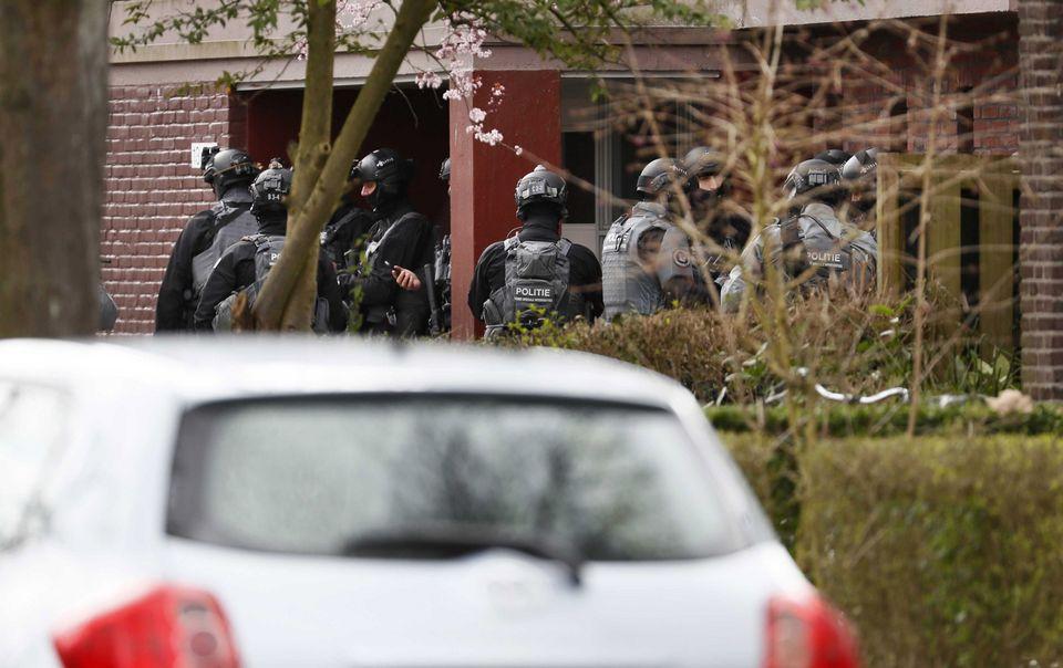 Les forces de police néerlandaises à Utrecht. [Robin Van Lonkhuijsen - Keystone]