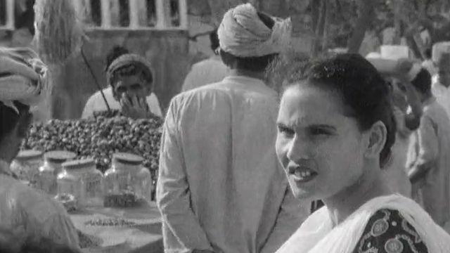 Scènes de rue au marché de Karachi en 1960. [RTS]