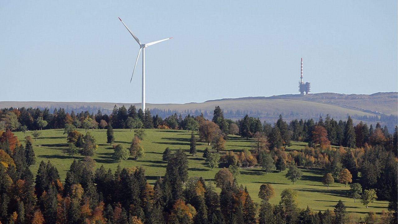 La commune du Peuchapatte compte trois éoliennes. [Peter Klaunzer - Keystone]