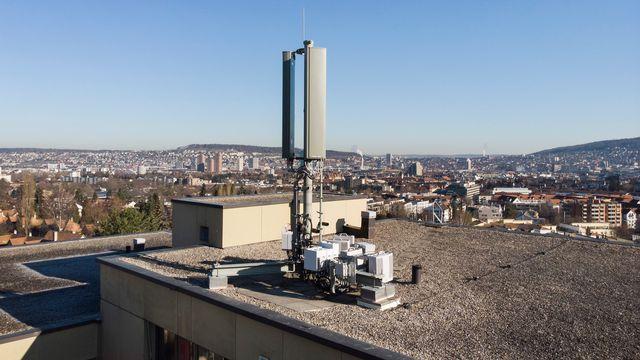 Les opérateurs de réseau vont progressivement installer la 5G sur les différentes antennes du pays. [Christian Beutler - Keystone]