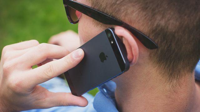 Les ondes émises par les smartphones sont-elles nocives pour le cerveau? [Freestocks - Unsplash]