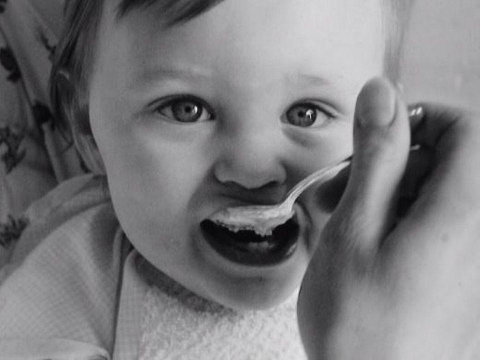 Bien nourrir son bébé en 1968. [RTS]