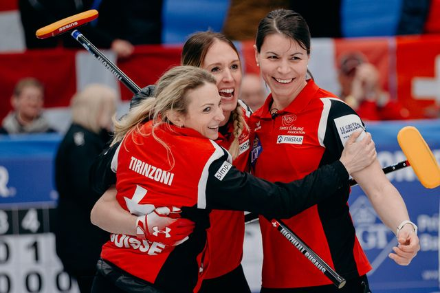 La joie des Suissesses après leur succès contre la Corée du Sud. [Celine Stucki - Freshfocus]