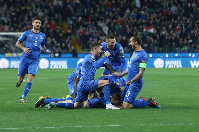 La joie des joueurs italiens après le premier but inscrit contre la Finlande. [Lancia - Keystone]