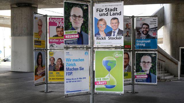 Des affiches électorales à Zurich. [Christian Beutler - Keystone]