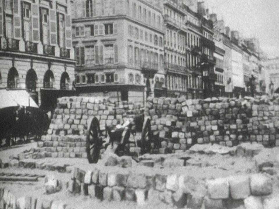 Les barricades de la Commune de Paris, 1871. [RTS]