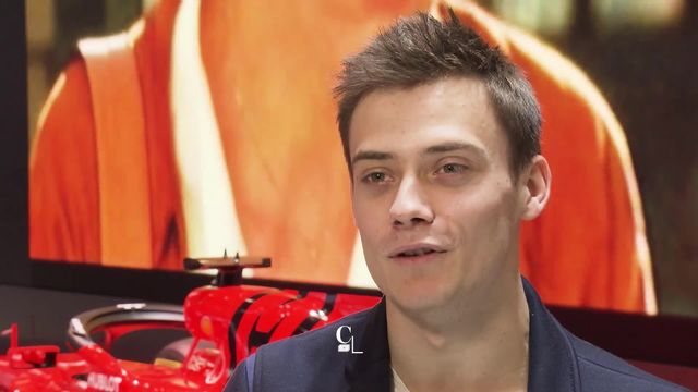 Louis Delétraz est un pilote genevois de Formule 2 qui fait de bons résultats. Son ambition : la F1 ! [RTS]