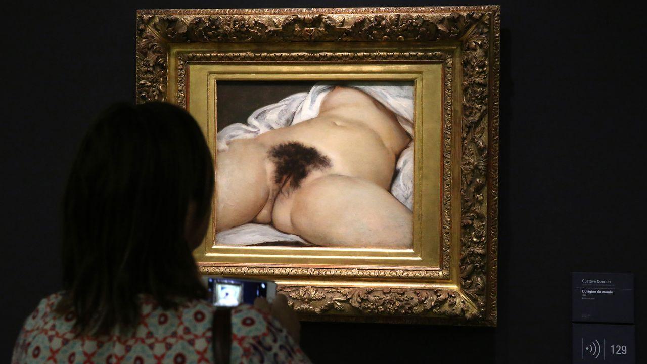 """""""L'origine du monde"""" (1866) de Gustave Courbet, au musée d'Orsay à Paris. [GODONG/BSIP - AFP]"""
