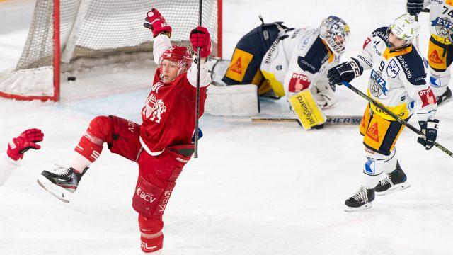 Ronalds Kenins permet à Lausanne de recoller au score (2-2). [Laurent Gilliéron - Keystone]