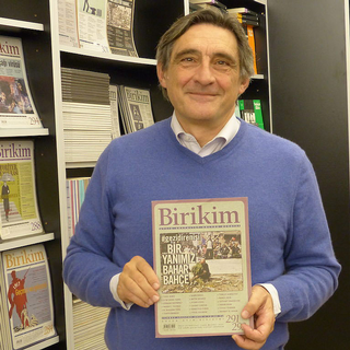 Ahmet Insel a sa propre maison d'édition et un magazine d'analyse politique. [Aline Jaccottet - RTS]