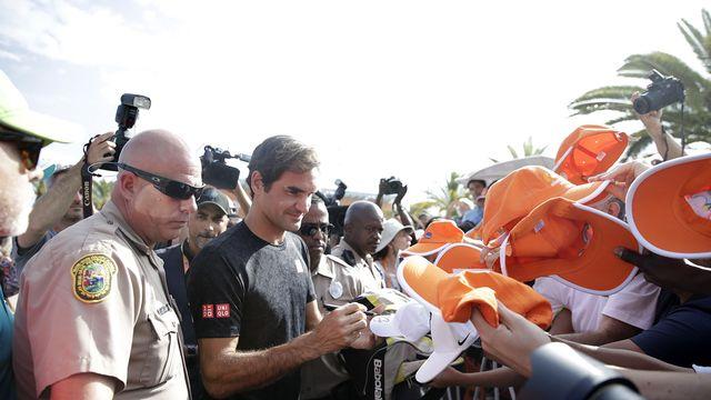 Bain de foule pour Federer à Miami dimanche. [Jason Szenes - Keystone]