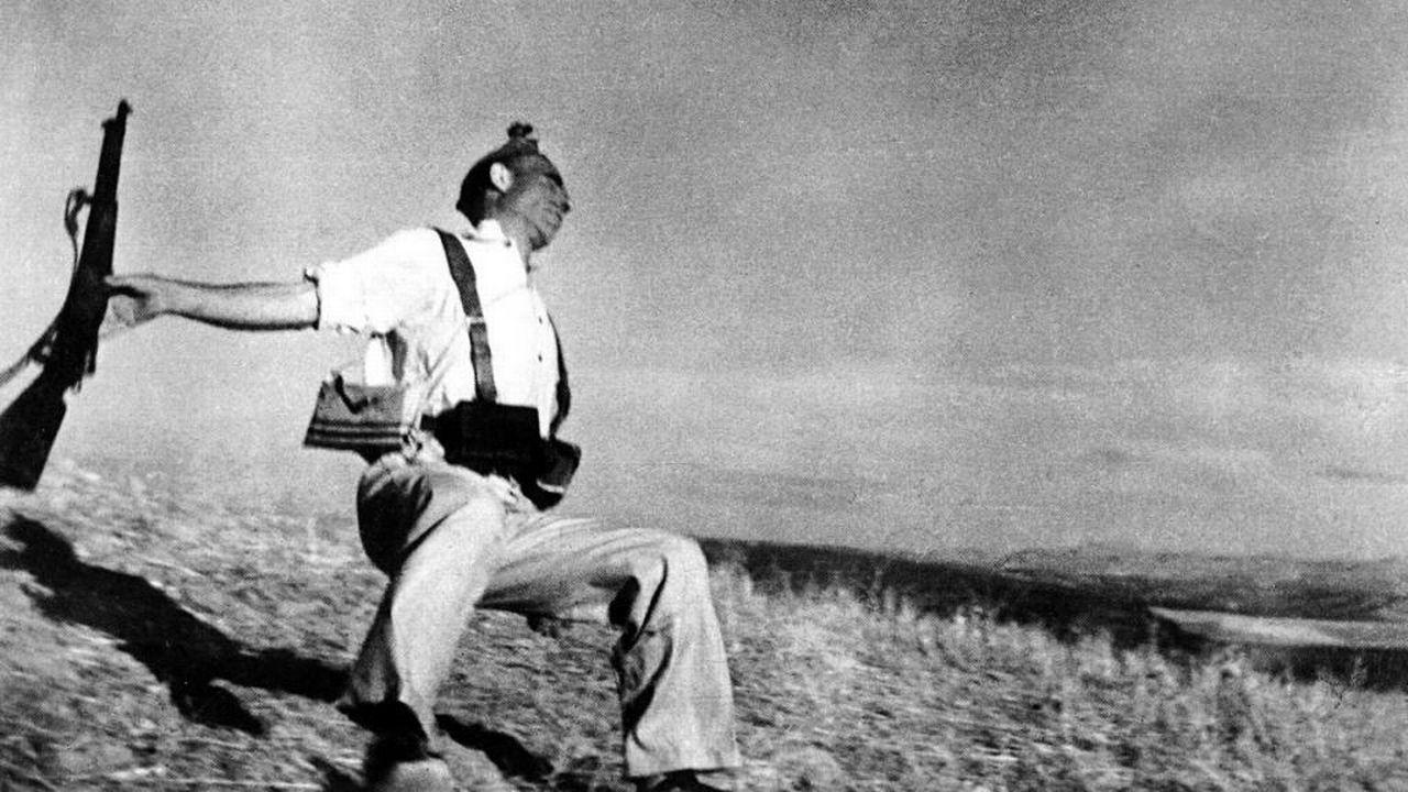 Mort d'un soldat républication. Photo de Robert Capa prise en 1936 durant la Guerre d'Espagne. [DP]