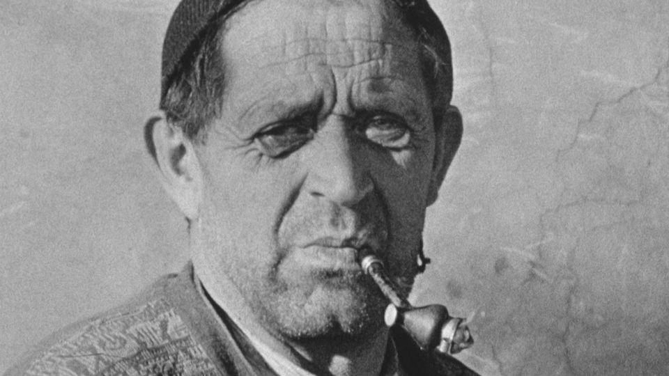 Fumeur de pipe en Appenzell en 1961. [RTS]