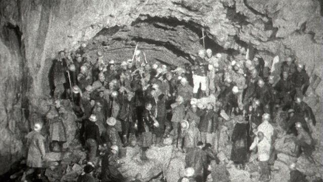 5 avril 1962: achèvement du percement du tunnel du Grand-Saint-Bernard. [RTS]