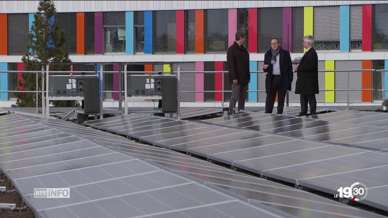 Financement participatif pour la nouvelle centrale solaire sur les toits du Stade de Genève. [RTS]