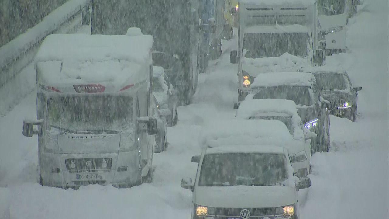 Retour en force de la neige en Suisse [RTS]
