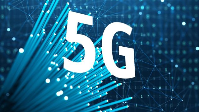 La 5G va-t-elle remplacer la fibre optique? [Sergii Iaremenko / Science Photo Library - AFP]