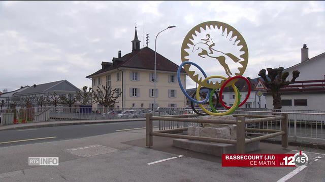 Bassecourt rend hommage au cavalier Steve Guerdat, triple champion du Monde. [RTS]