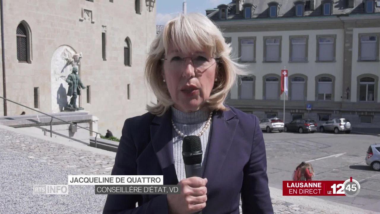 Le Conseil d'État vaudois annonce un moratoire sur l'installation des antennes 5G. Les explications de Jacqueline de Quattro. [RTS]