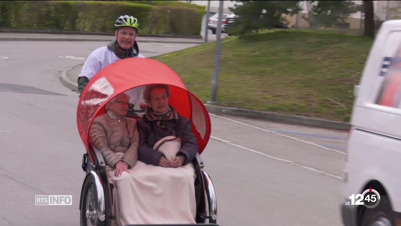 Dernier né de la flotte neuchâteloise de vélos: un triporteur pour seniors piloté par des bénévoles. [RTS]