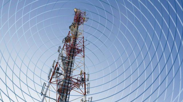Une majorité des ondes émises par les antennes-relais sont non ionisantes. [Jacques Loic  - AFP /  Photononstop]