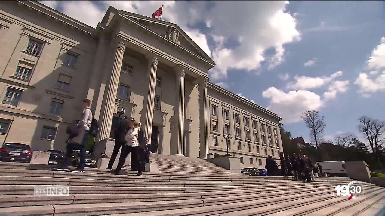 La votation fédérale sur l'initiative du PDC qui réclamait la fin de la pénalisation fiscale des couples mariés est annulée. [RTS]