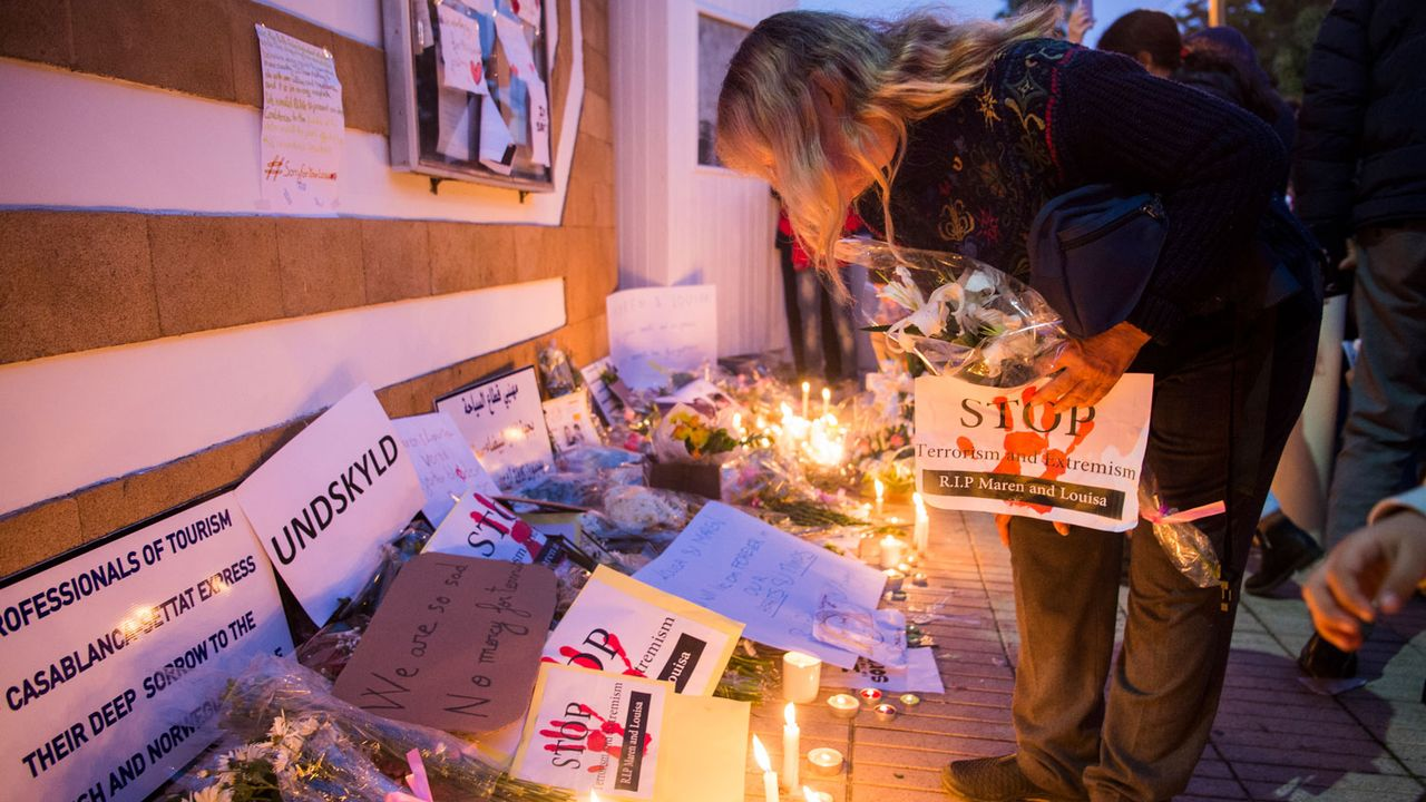 Hommage aux deux randonneuses devant l'ambassade danoise à Rabat, 22.12.2018. [Fadel Senna - AFP]