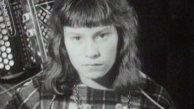 La chanteuse fribourgeoise Arlette Zola en 1963. Tout juste 14 ans, Fribourg. [RTS]