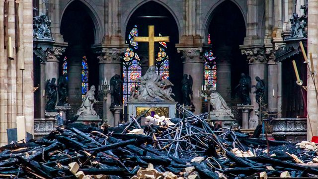 L'étendue des dégâts au coeur de la cathédrale Notre-Dame. [Christophe Petit Tesson - Reuters]