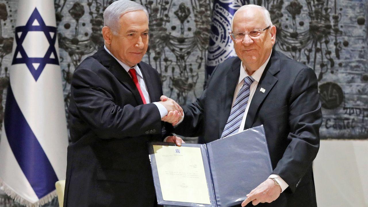 Benjamin Netanyahu chargé de former un gouvernement par le président Reuven Rivlin. [EPA/Abir Sultan - Keystone]