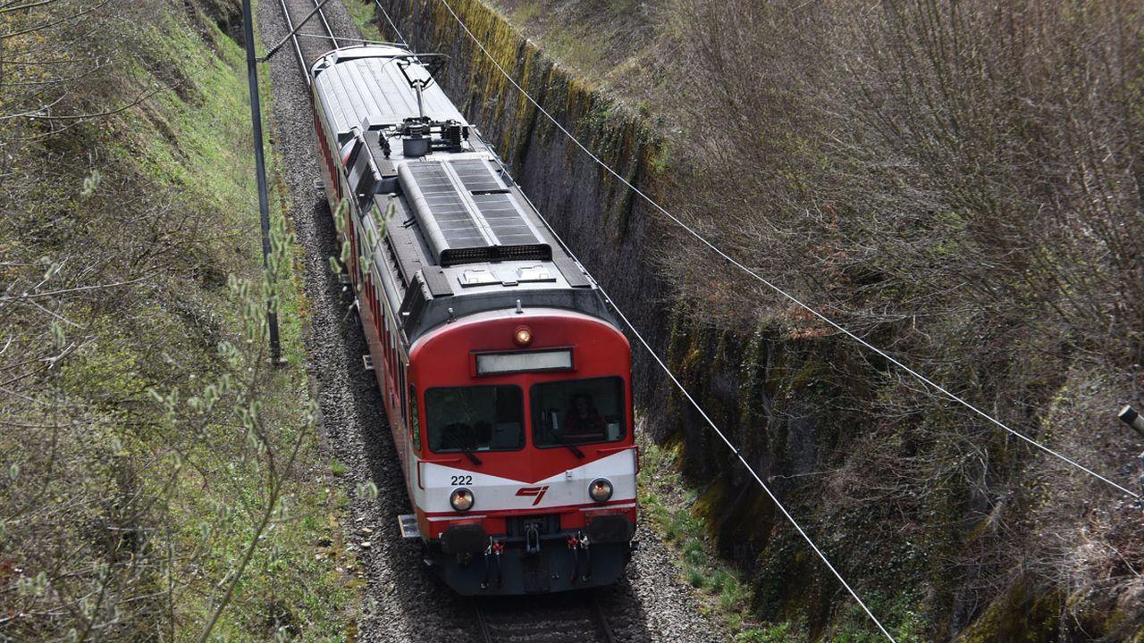 La ligne entre Porrentruy et Bonfol est l'unique ligne à voie normale des CJ. [Gaël Klein - RTS]