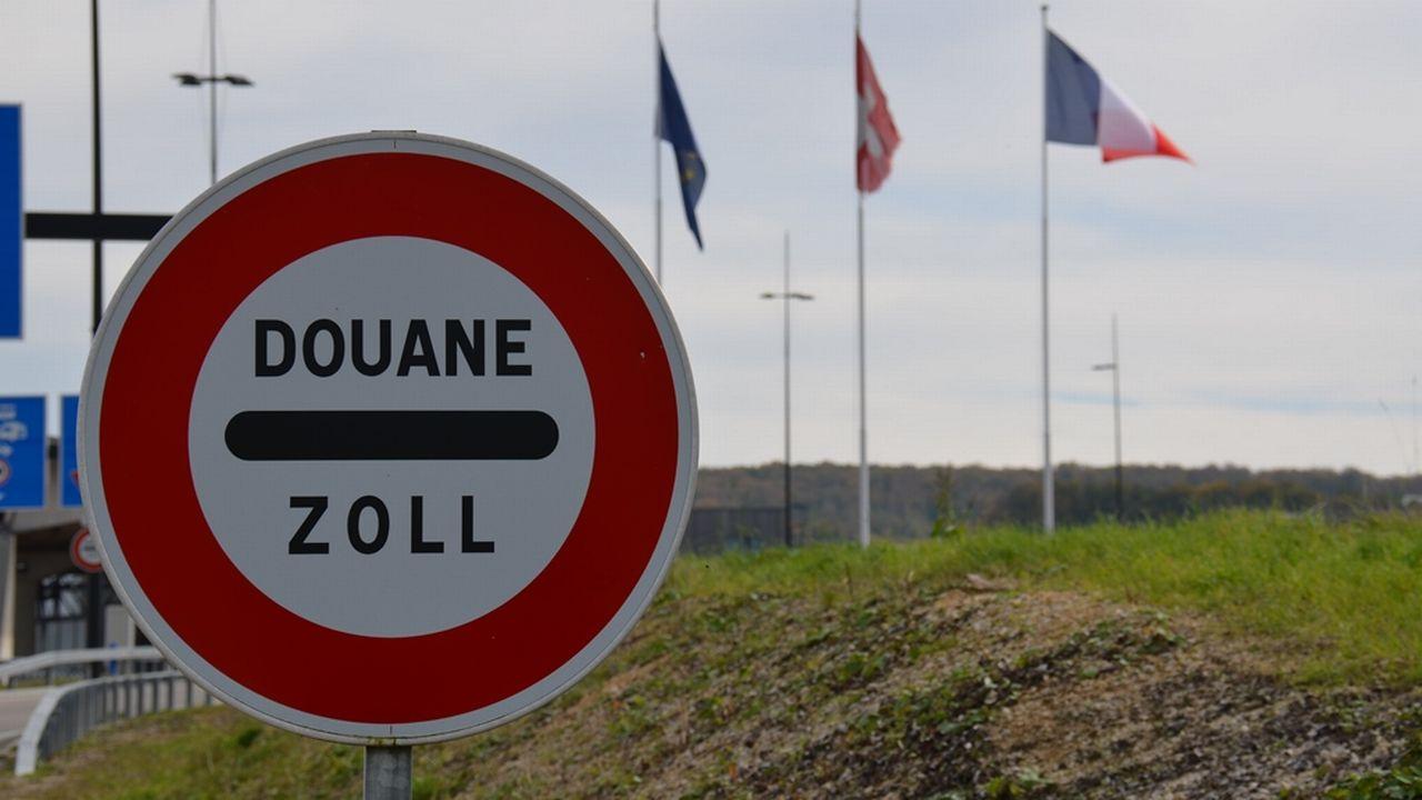 L'impôt des frontaliers toujours plus questionné par la classe politique en Suisse. [Gaël Klein - RTS]