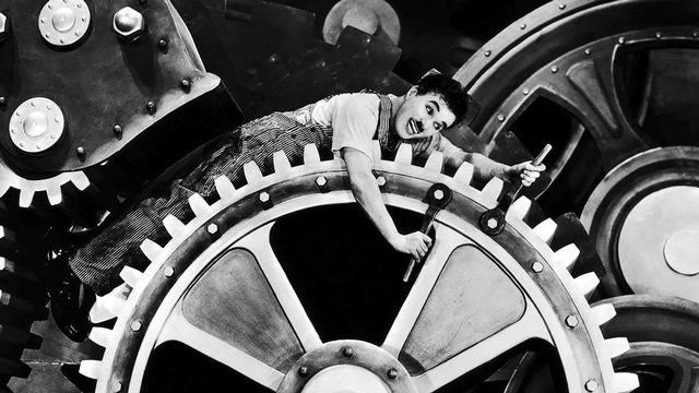 """Charlie Chaplin dans """"Les temps modernes"""". [RTS / Roy Export S.A.S]"""