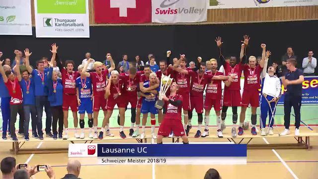 Finale messieurs, match 3: le LUC reçoit son trophée de champion de Suisse! [RTS]